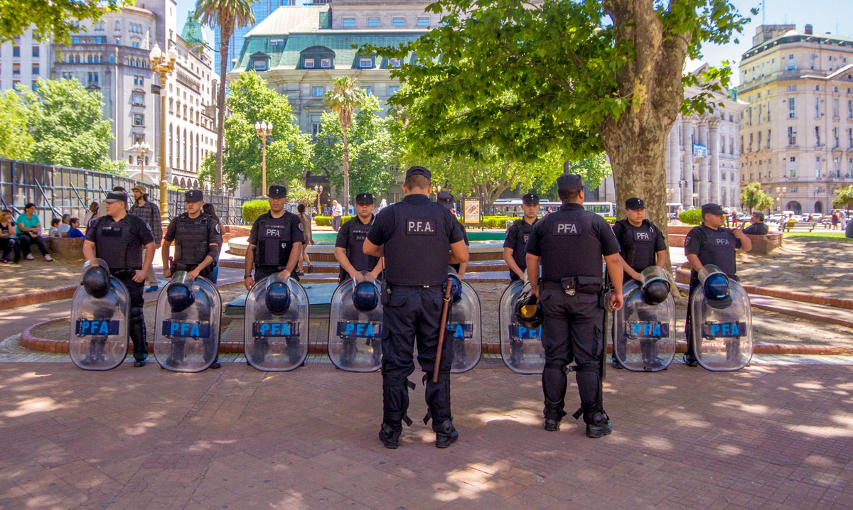 Police getting ready at Plaza de Mayo.
