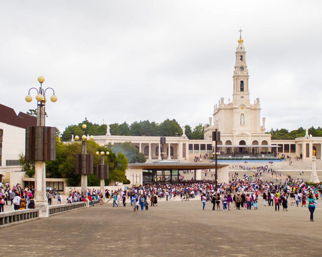 Main-square-at-Fatima-Portugal2