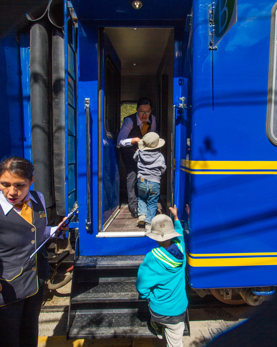 Machu Picchu with children - Boys boarding the Vistadome train of PeruRail for our trip to Machu Picchu with kids.