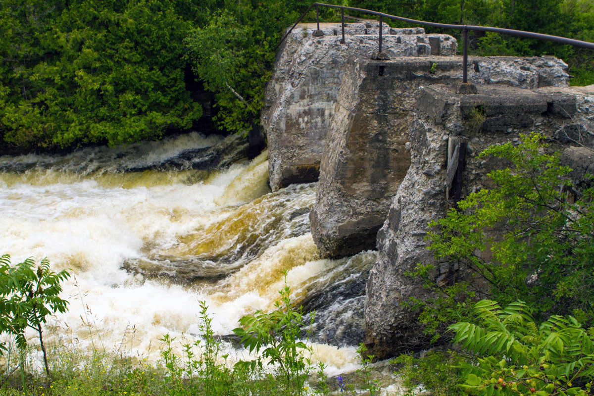 Bonnechere Caves - Roaring Bonnechere River