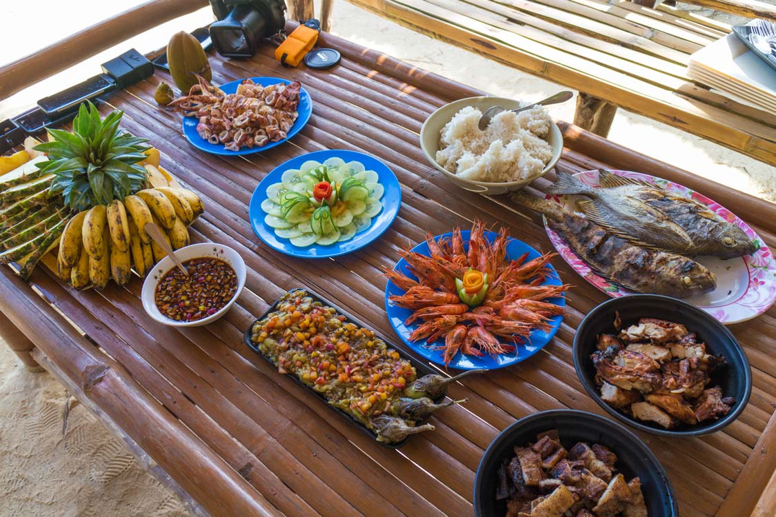 Island-lunch-on-an-El-Nido-Tour-Philippines