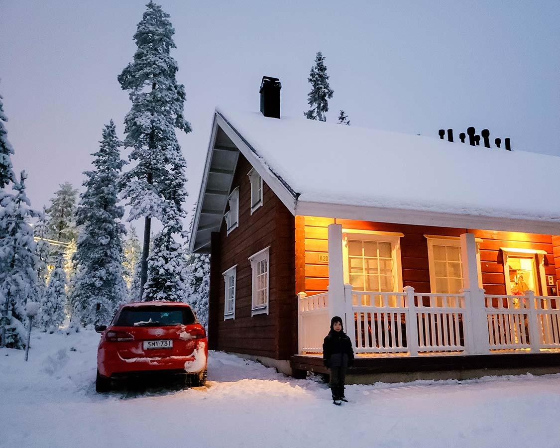 Ounasvaaran Lakituvat chalet accommodations in Rovaniemi in winter