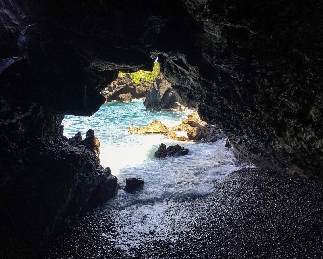 Waianapanapa State Park Lava Tube Road To Hana things to see