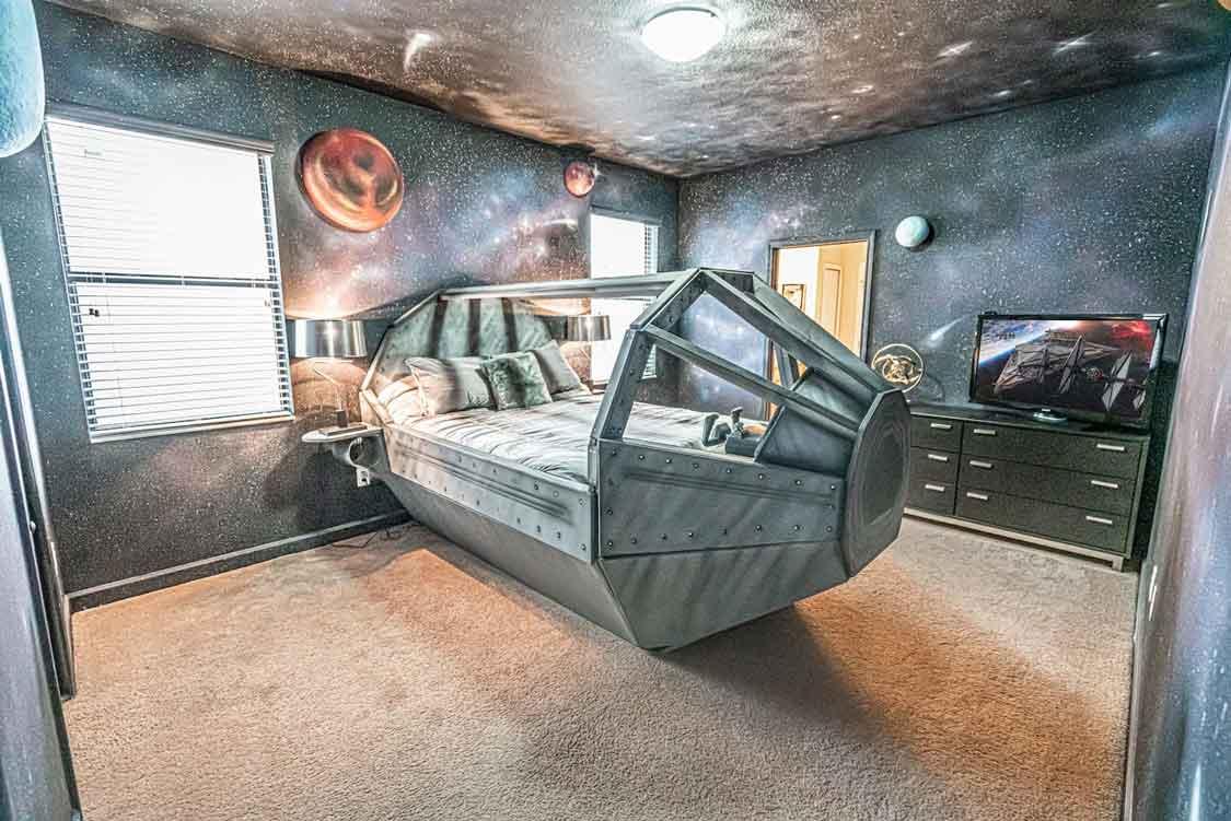 Millenium Falcon bedroom Airbnb